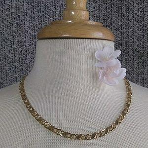 Jewelry - EUC Vintage Necklace